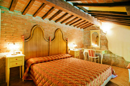 Farmhouse Gli Olmi, Cecina, Tuscany - rooms and apartments for holiday